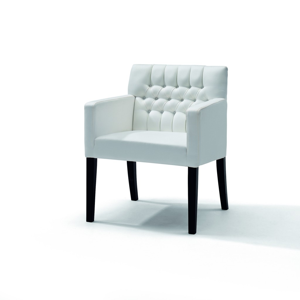 Grenoble_armchair_capiton