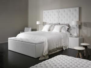 St. Tropez Bed
